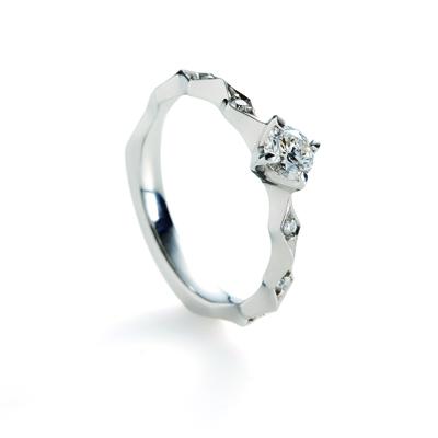 lumina 婚約指輪 個性派 ストレート プラチナ