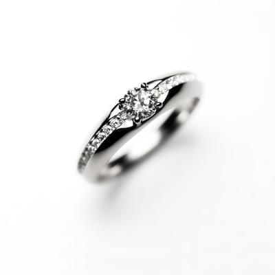 macaronⅠ 婚約指輪 エレガント 個性派 ストレート 幅広 プラチナ