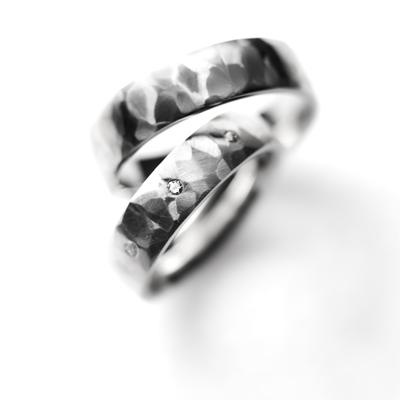 rocher 結婚指輪 アンティーク 個性派 ストレート 幅広 プラチナ