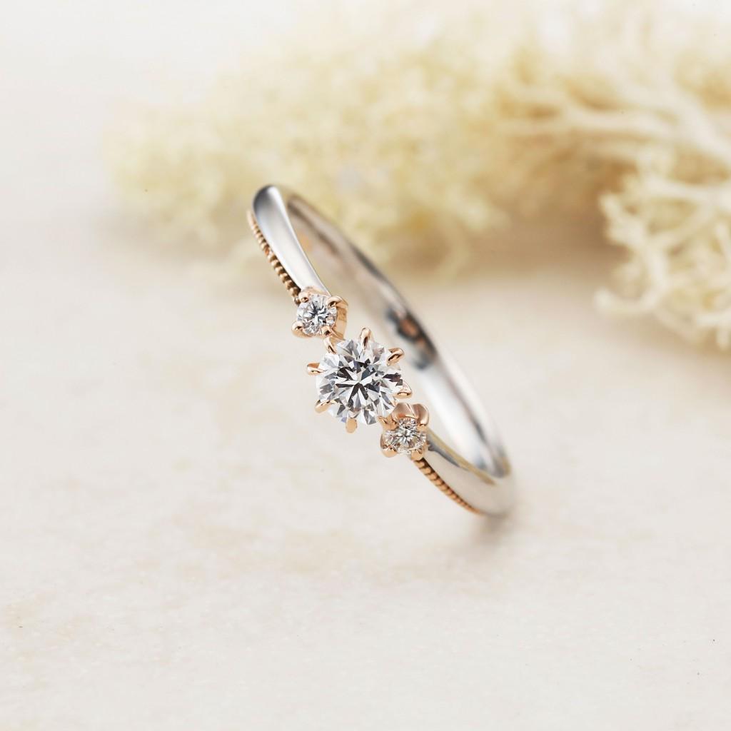 ATTACHE-アターシュ- 婚約指輪 アンティーク キュート 個性派 ストレート プラチナ