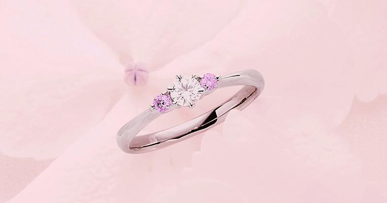 花嫁の指に寄り添う幸福のお守り