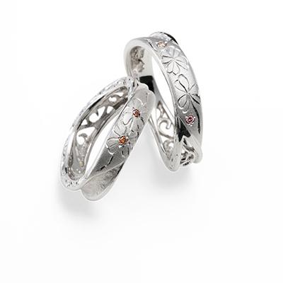 匠花Ⅰ - Shoka - しろつめ草 Shirotsumekusa 結婚指輪 キュート 個性派 S字(ウェーブ) プラチナ