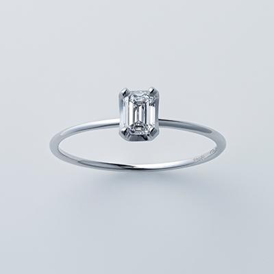 ストレートライン×エメラルドカット 婚約指輪 シンプル ストレート プラチナ