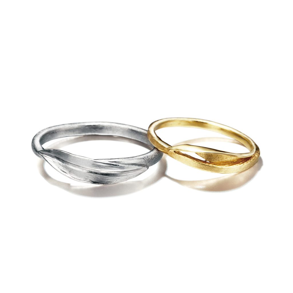 Alex Monroe 結婚指輪 シンプル アンティーク 個性派 ストレート S字(ウェーブ) イエローゴールド ホワイトゴールド