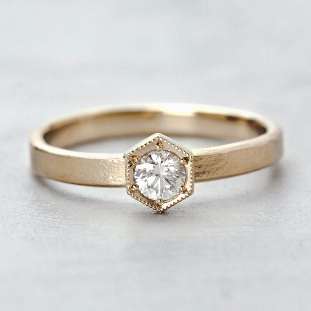 BR728C 婚約指輪 アンティーク 個性派 ストレート 幅広 イエローゴールド