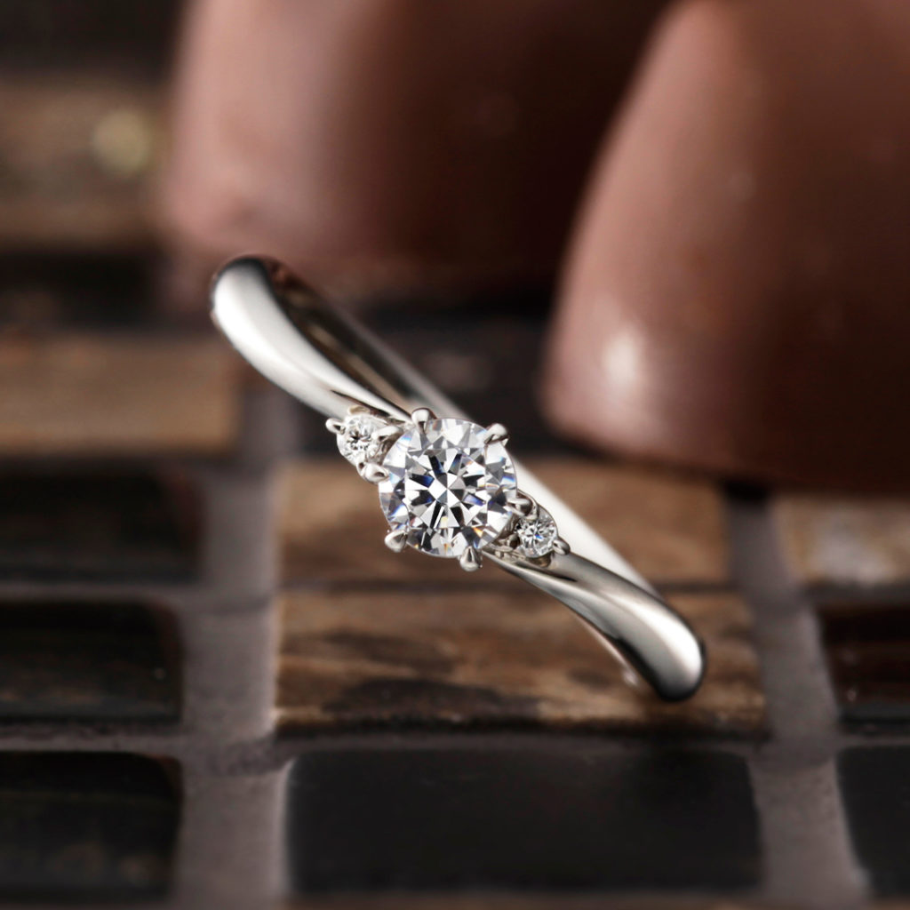 Brise 婚約指輪 シンプル S字(ウェーブ) プラチナ