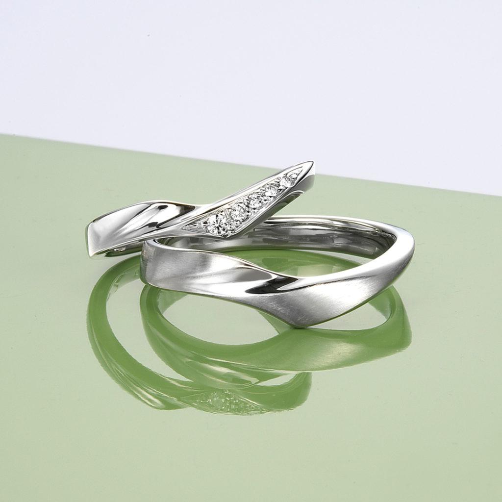 Clematis 結婚指輪 シンプル エレガント S字(ウェーブ) プラチナ コンビ