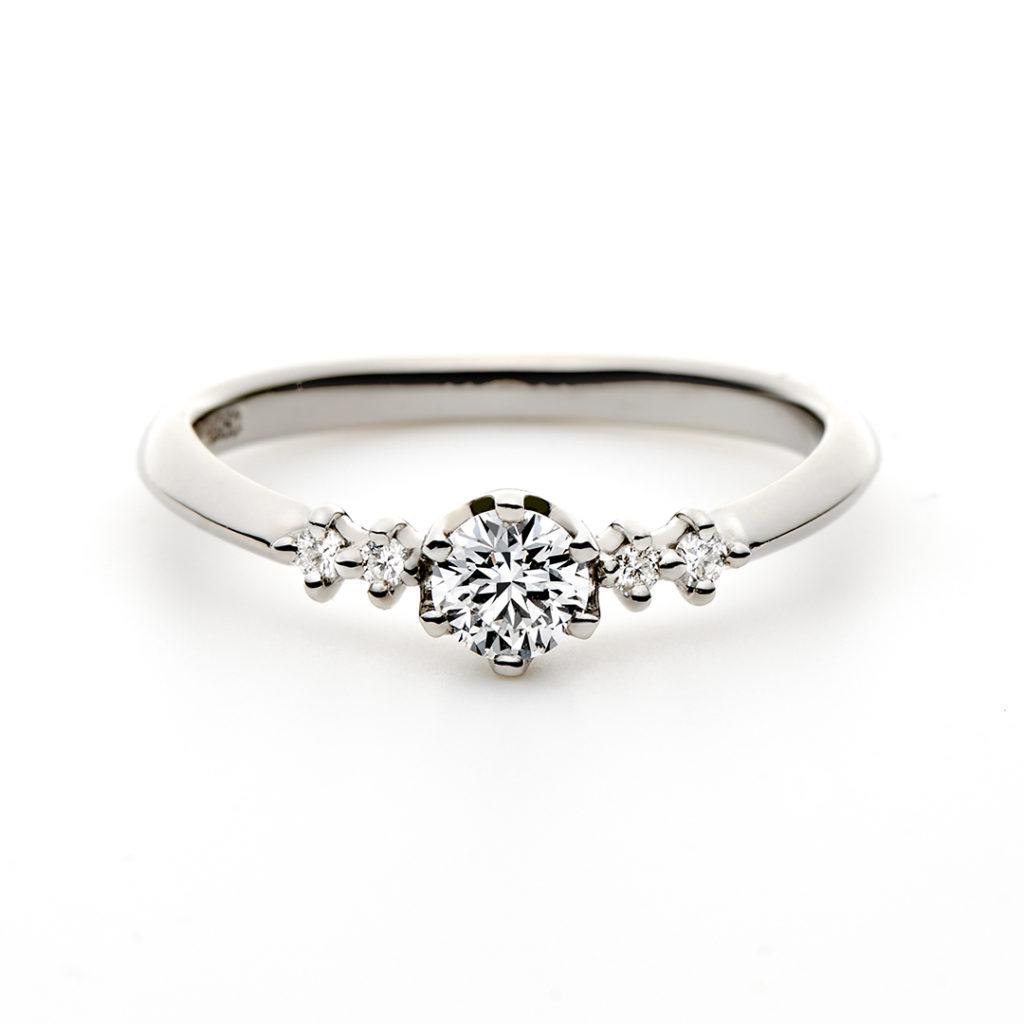 ESQUINA 婚約指輪 シンプル エレガント キュート 個性派 V字(ウェーブ) プラチナ