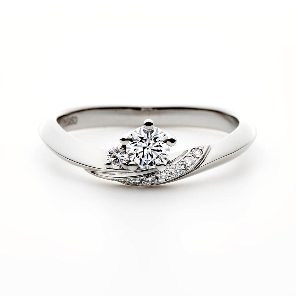SOIR 婚約指輪 エレガント 個性派 V字(ウェーブ) プラチナ