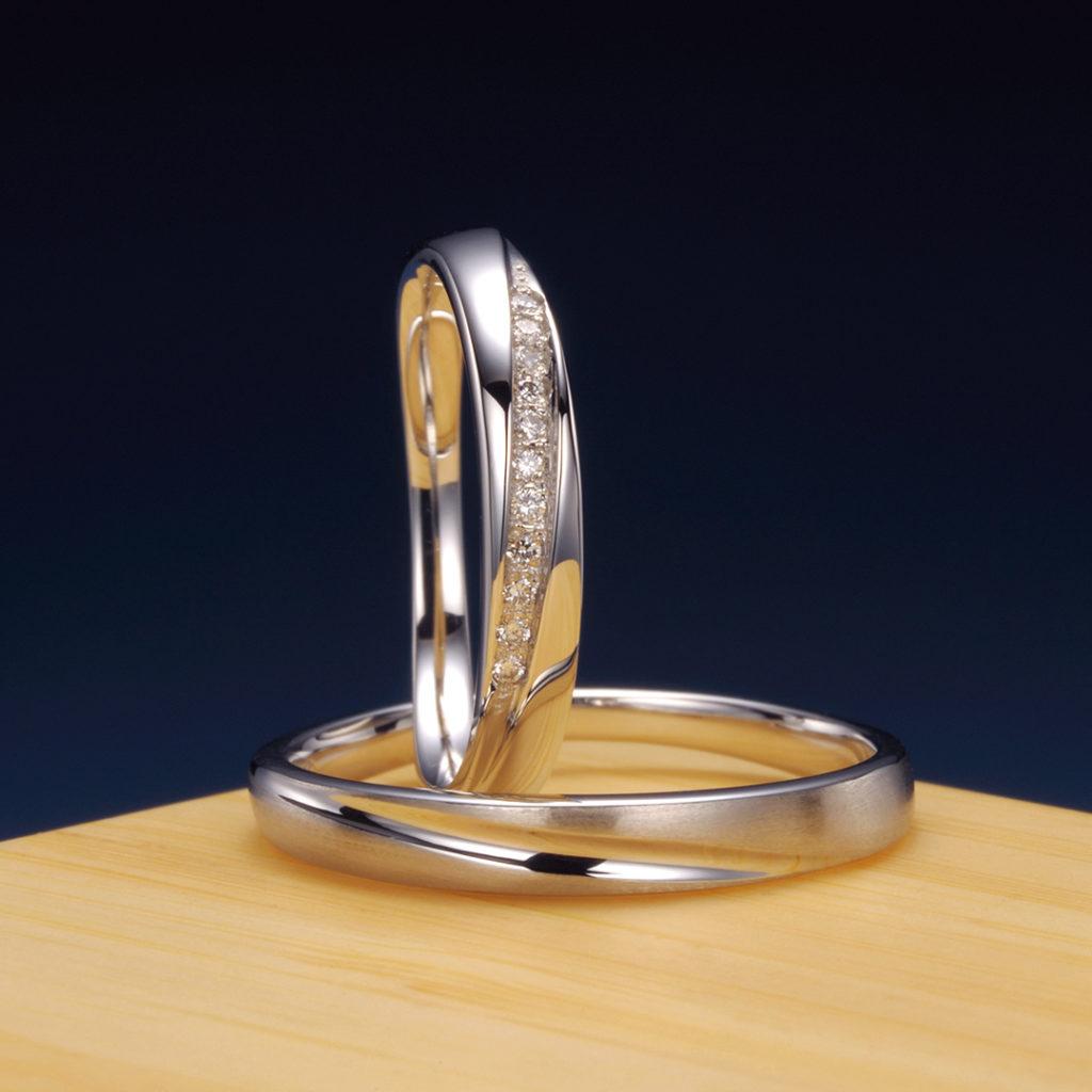 睦(むつみ) 結婚指輪 エレガント V字(ウェーブ)